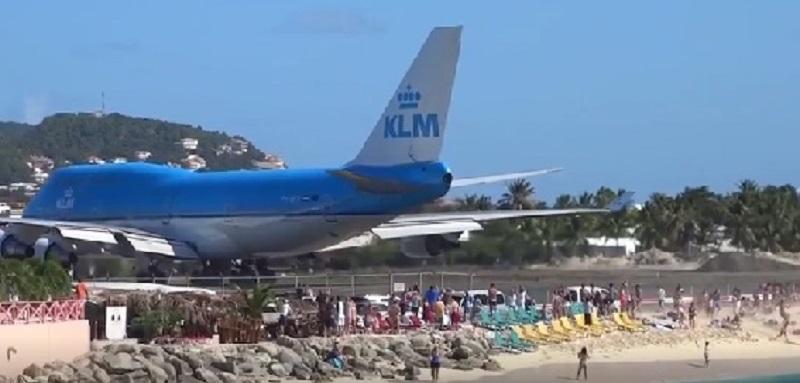 A Jet Blast Killed a New Zealand Woman at Maho Beach